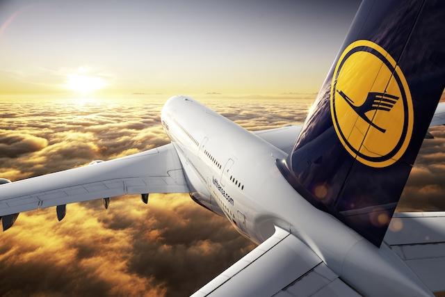 lufthansa-change-logo-colors-on-social-media-after-plane-crash.jpg