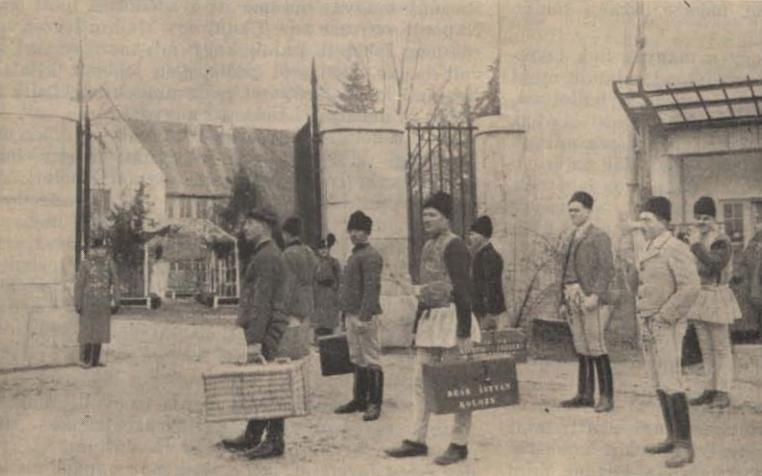 01_a_nagyvaradi_csendoriskolaba_bevonulo_ujoncok_1941.png