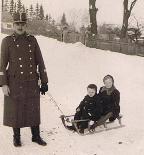 18_csendor_gyermekeivel_1940.jpg