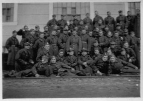 tapioszele_1939_1_katonak_a_szelektaban.jpg
