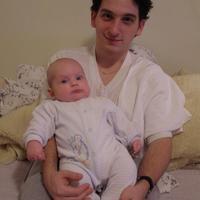 Apa ölében, 3 hónaposan