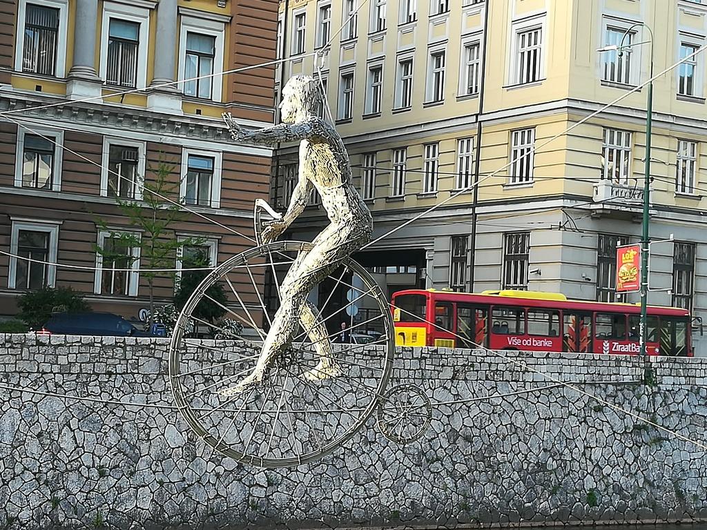biciklista_a_mijacka_folyo_felett.jpg