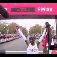 Eliud Kipchoge 2 órán belül maratonon!
