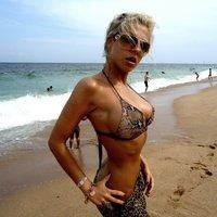 Girl on the beach  -  Lány a strandon ...