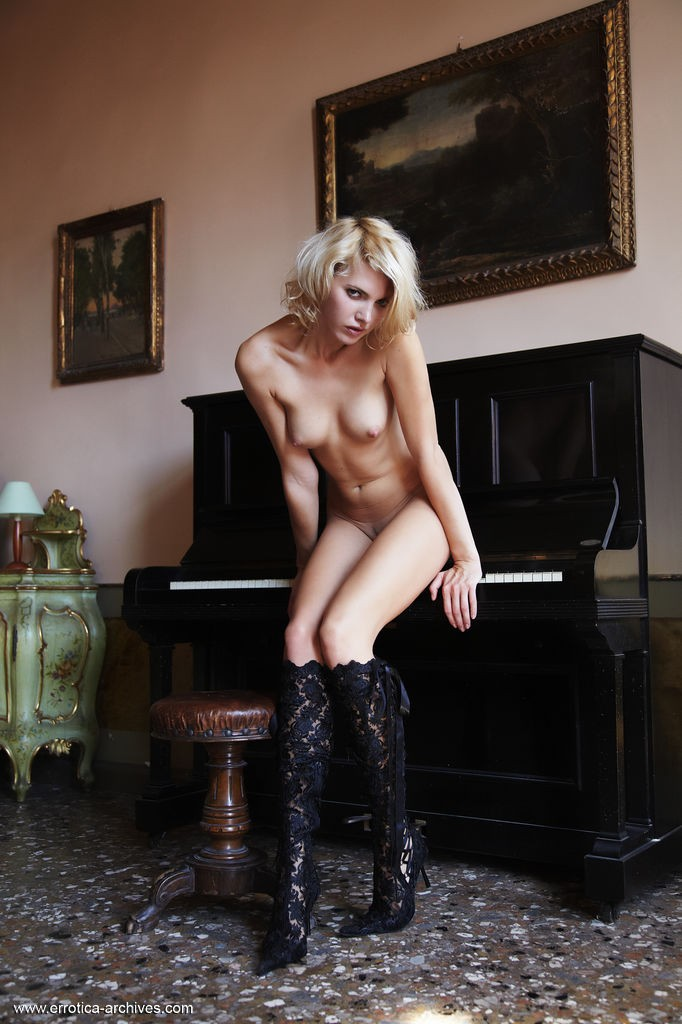 pianino-with-lilly-archives--errotica-erotic-74819_1_big.jpg