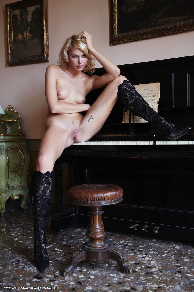 pianino-with-lilly-archives--errotica-erotic-74819_4_big.jpg