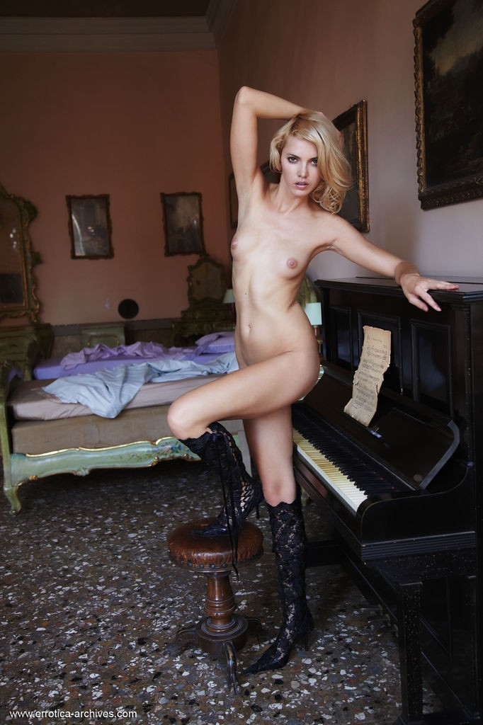 pianino-with-lilly-archives--errotica-erotic-74819_5_big.jpg