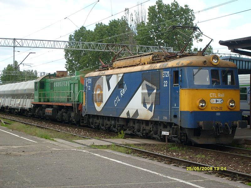 800px-ET21+TEM2_należące_do_CTL_Rail_w_Zielonej_Górze.JPG