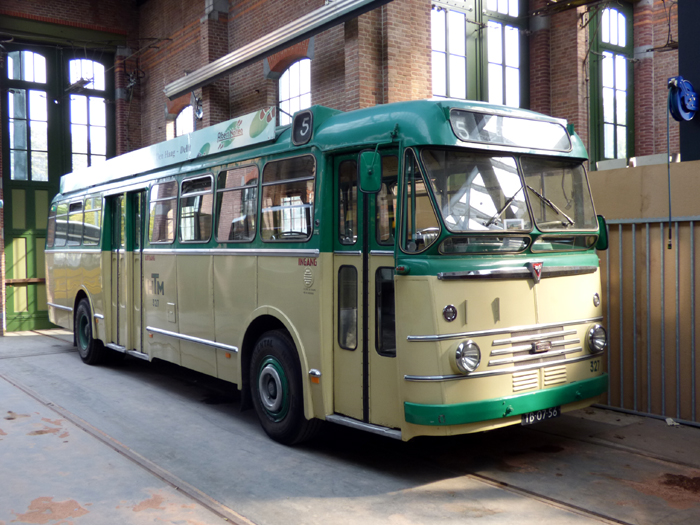 bus327_hovm.JPG