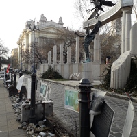 München, Budapest: gyász és düh és ingyenreklám