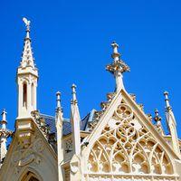 Lednice: villanyóra, minaret, szörnytett és a virágmacska