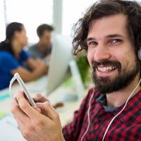 Milyen hatással lehet a zenehallgatás a munkára?
