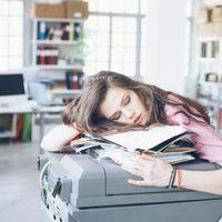 Valóban jó ötlet a munkahelyi szunyókálás?