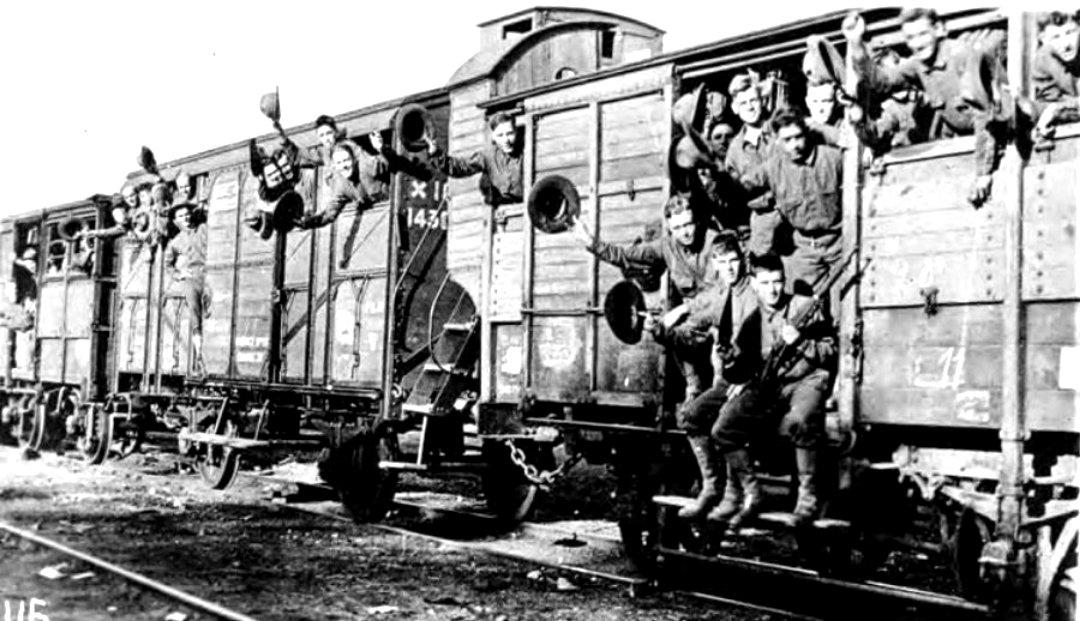 A bombasztikus kijelentéseket kedvelő AJP Taylor szerint a háborút a vasúti menetrendek kényszerítették rá Európára. Csapatszállító vonat viszi a katonákat a gyors győzelem felé.