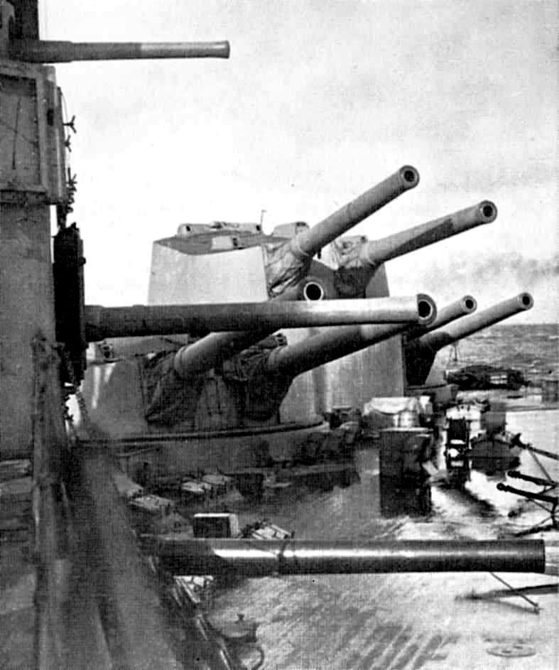 A koncentrált tűzerő. Az Agincourt hátsó lövegtornyai.
