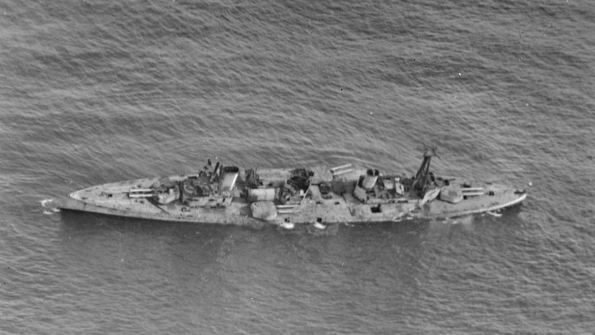Miután ausztrál kikötőkben nem volt lehetőség egy ekkora hajó lebontására, a leselejtezett Australia csatacirkálót inkább a nyílt vízen elsüllyesztették.