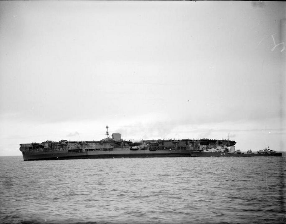 Az Ark Royal és a Legion.