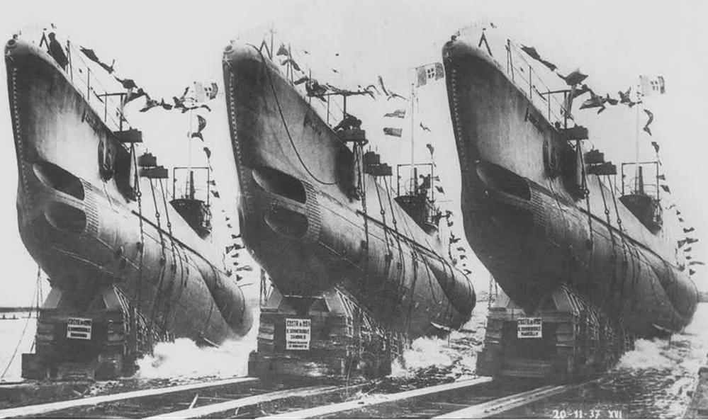 1937 november huszadikán egyszerre bocsátják vízre a Marcello osztály első három hajóját. (Marcello, Dandolo, Mocenigo.)