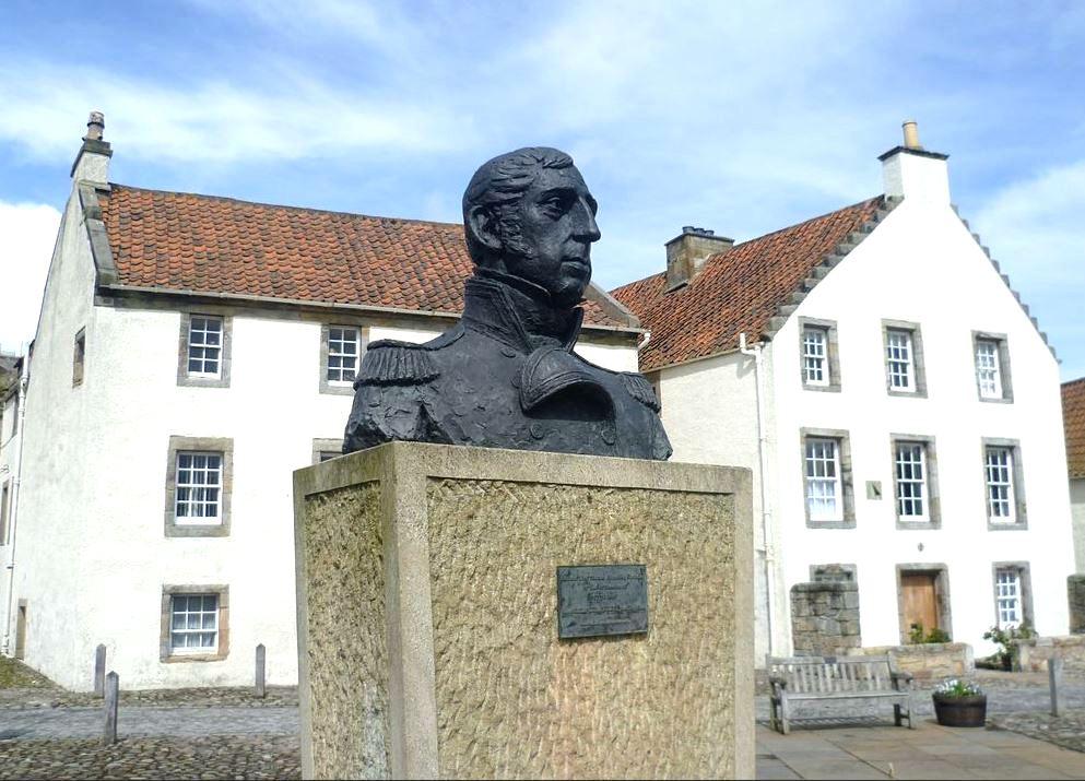 Cochrane emlékmű a skóciai Culrossban.