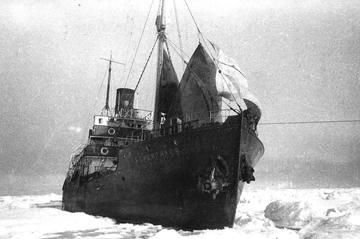 Az Alekszander Szibirjakov jégtörő.