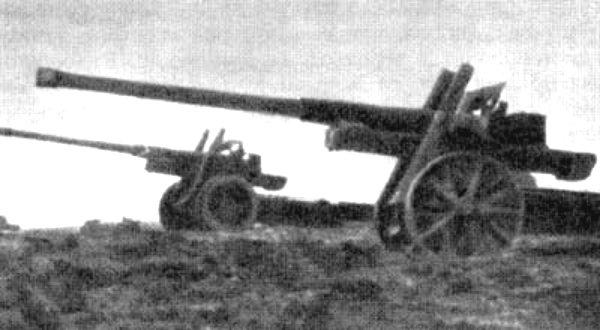 A német zsebcsatahajót megfutamító két ágyú.