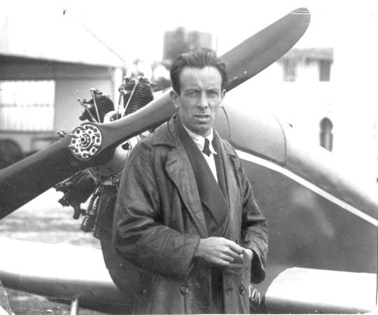 Gerbault, és a másik szenvedély, a repülés.