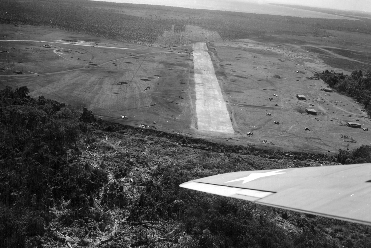 A guadalcanali harcok gócpontja, Henderson Field repülőtere.