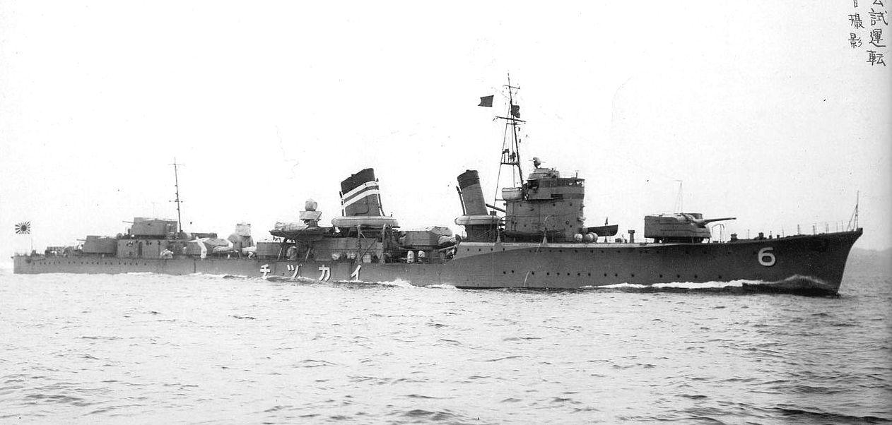 Egy japán romboló, az Ikazuchi.