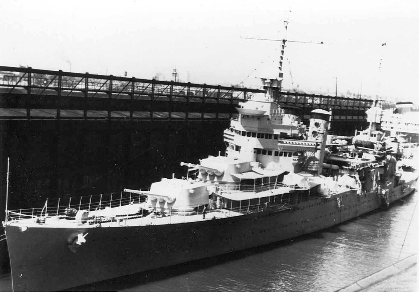 Az amerikai kötelék zászlóshajója, a San Francisco nehézcirkáló.