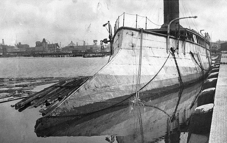 És egy riasztó méretű újkori döfőorr, az amerikai Alarm torpedónaszádon.