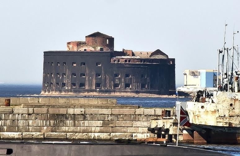 Kronstadt egyik erődje napjainkban.