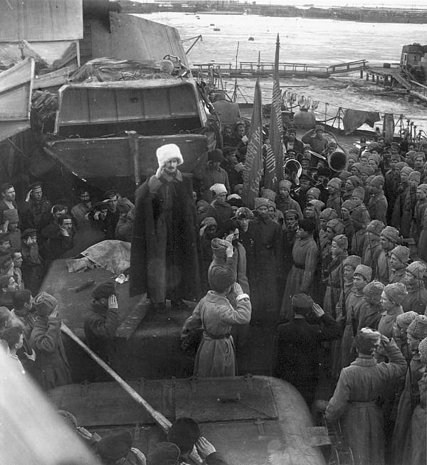 Gyűlés a Petropavlovszk fedélzetén.