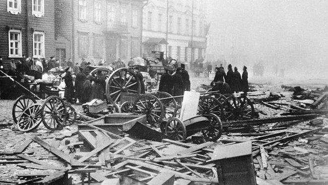 Kronstadti utcakép a harcok után.