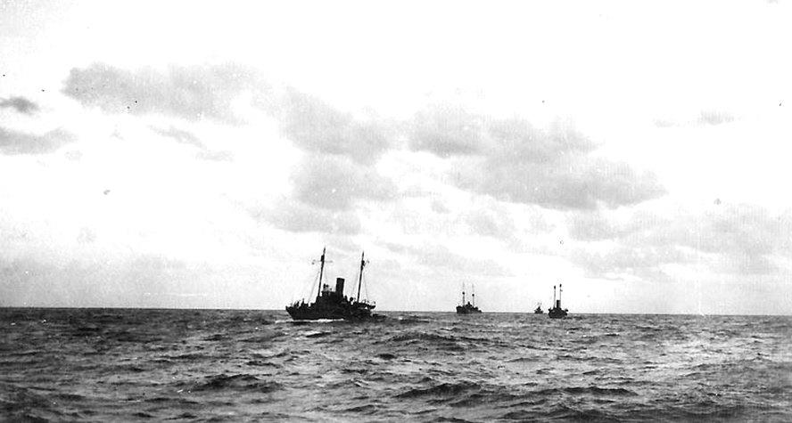 A flotta úton az Azori-szigetek felé.