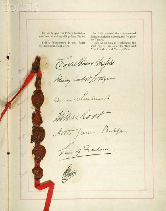 A Washingtoni Tengerészeti Egyezmény hátoldala, a résztvevők aláírásaival.
