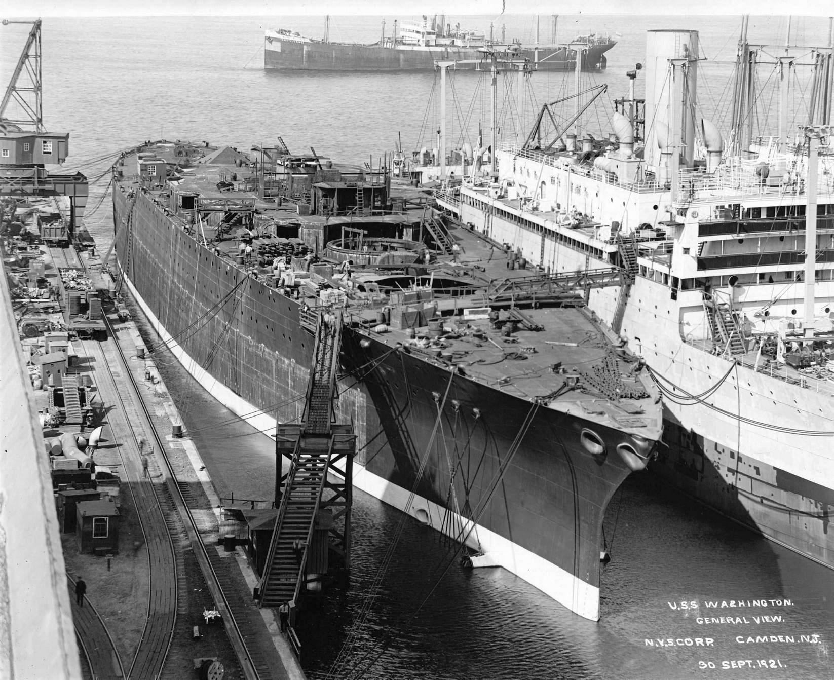 A félkész Washington a hajógyárban.