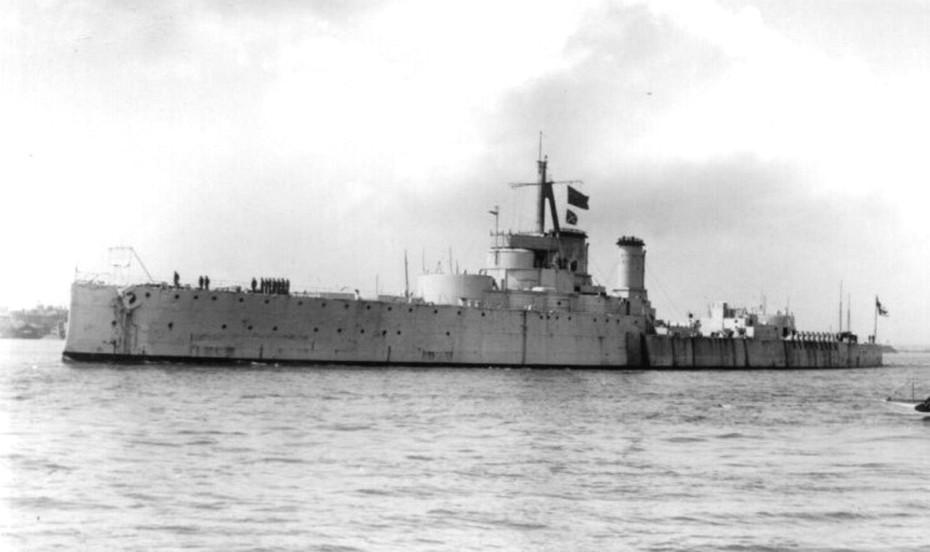 A célhajónak átalakított Centurion.