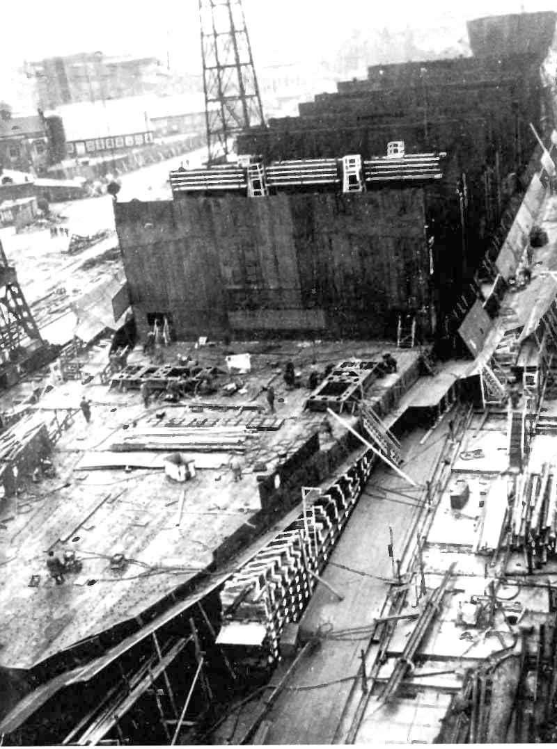 Az egyik félbemaradt szuper-csatahajó, az 59 ezer tonnás Szovjetszkij Szojuz.