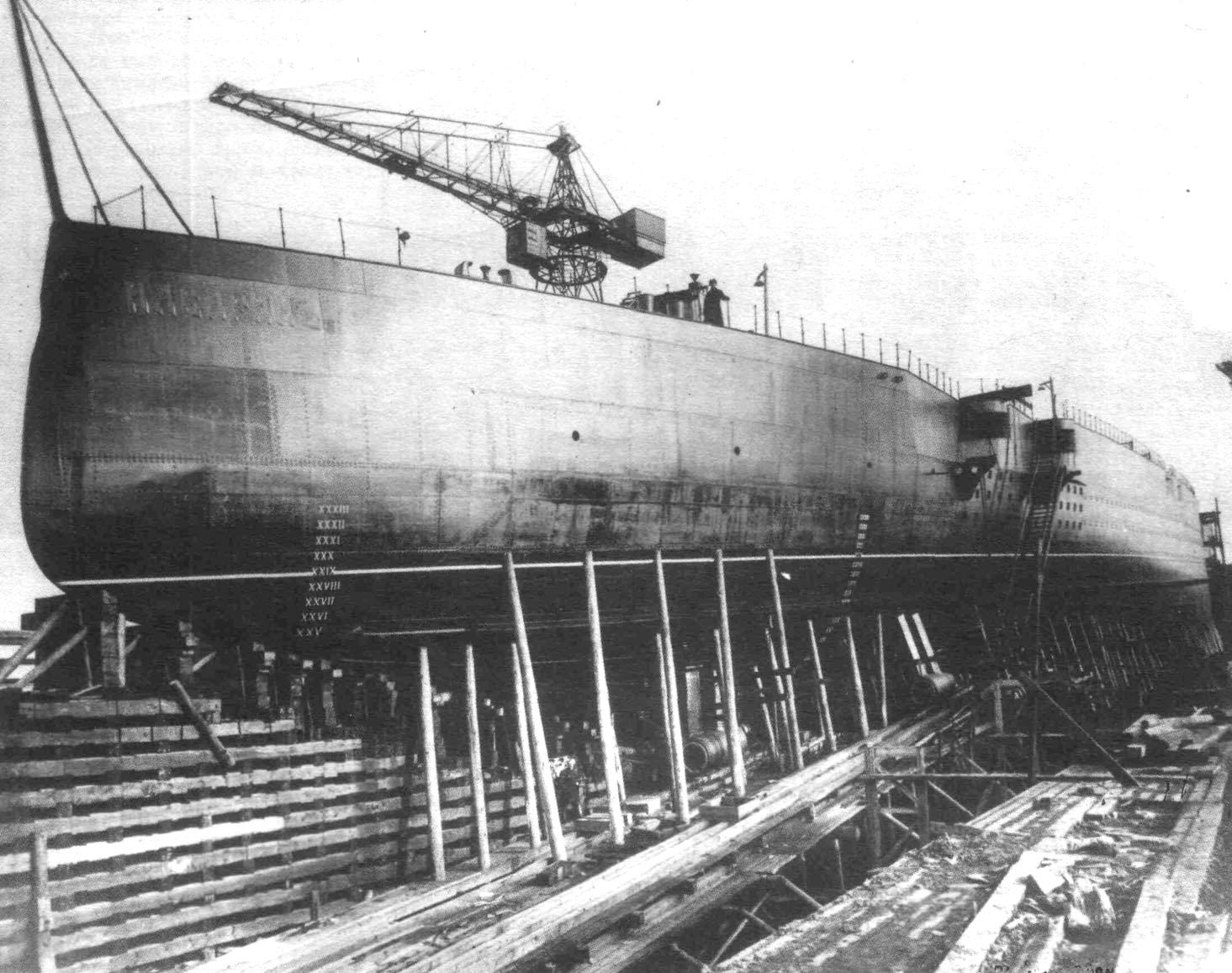 Az építés alatt álló Navarin csatacirkáló.