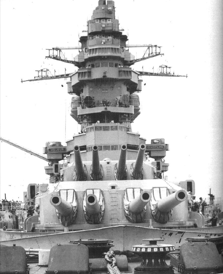 A harmincas években ismét magára talált francia hajóépítés egyik remekműve, a Strasbourg.