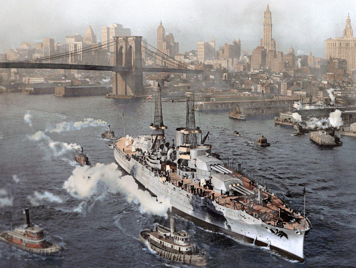 A frissen átadott Arizona a próbajárataira indul a New York-i hajógyárból.