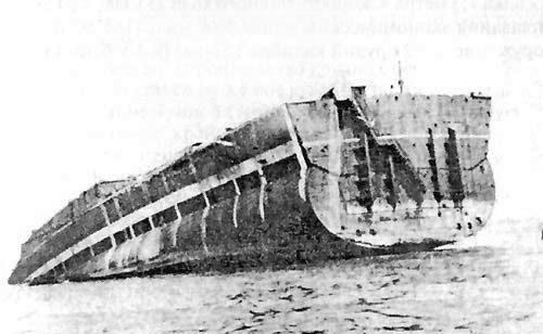 Egy jellemző vég. A Sztálingrád befejezetlenül maradt, célhajónak használt hajóteste, lebontása előtt.
