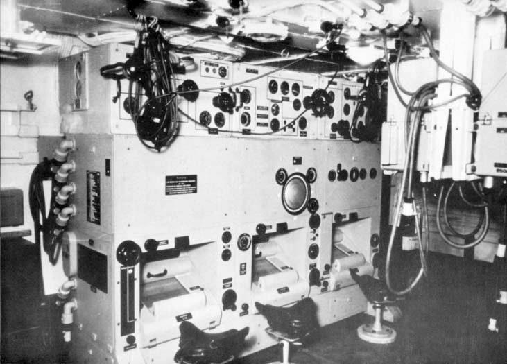 A Bismarck központi irányítóállása, a tűzvezető számítógépekkel.