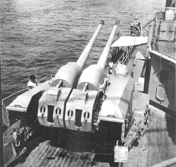 A Prinz Eugen egyik 105 mm-es lövegtornya.