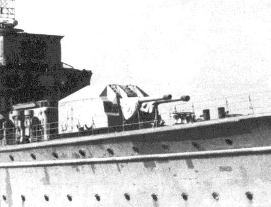 A Z-24 rombolón beépített 15 cm-es lövegtorony.