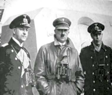 Hitler és Raeder egy háború előtti flottagyakorlaton.
