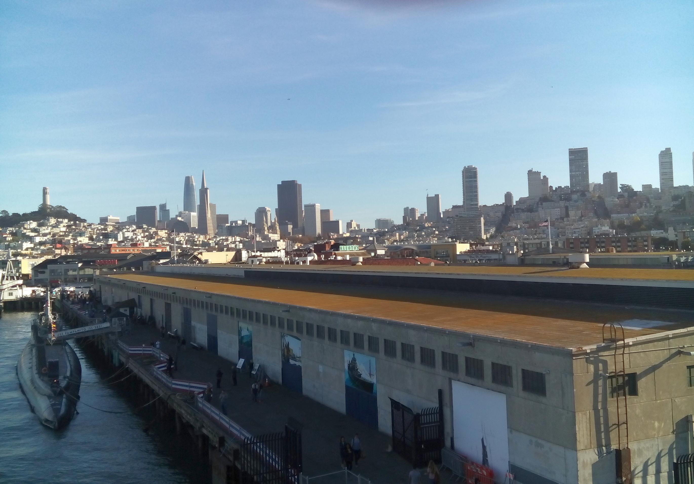 Kilátás a hajóról San Francisco belvárosára.