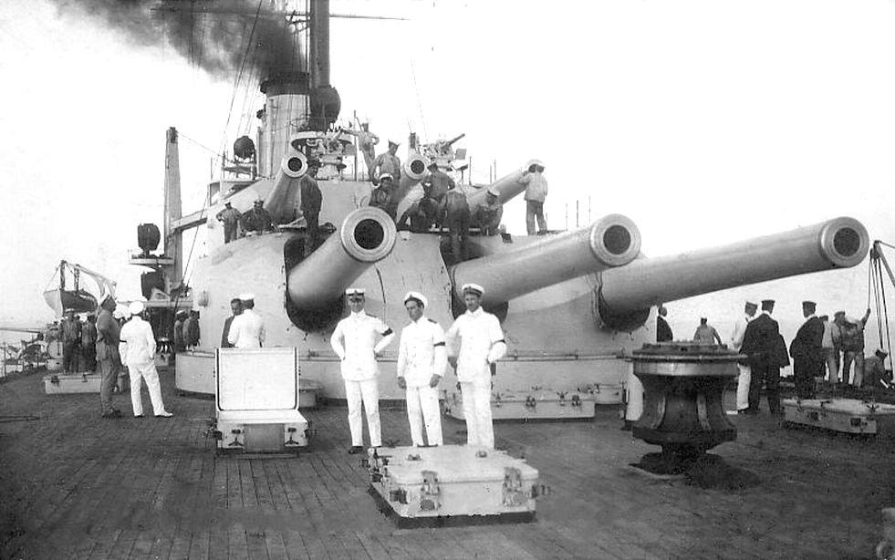 A Prinz Eugen hátsó lövegtornyai.