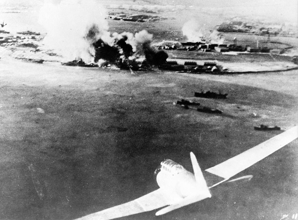 Állítólag hiteles, egy japán gép fedélzetéről készült kép a támadásról.