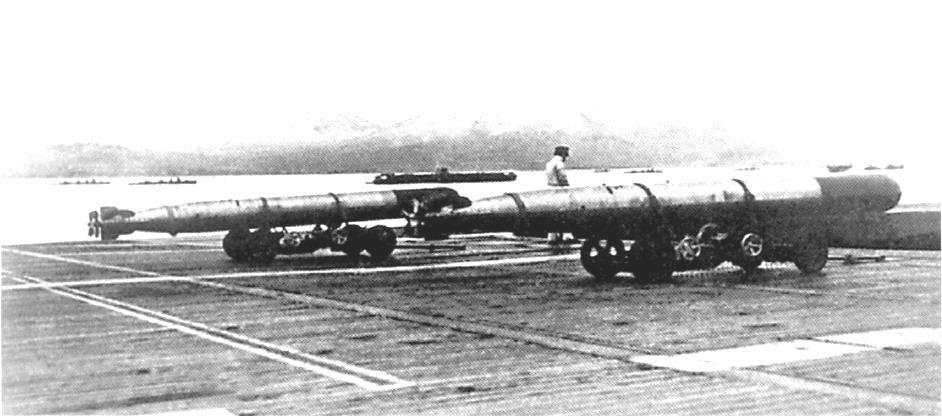 A csatahajók végzete. Shiki91 Ro2 légitorpedók egy japán anyahajó fedélzetén.